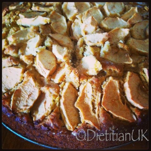 Scrumping Scrumptious Apple Cake