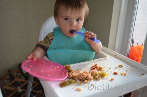 Dietitian UK: Baby eats Stuffed Pepper in the Slow Cooker