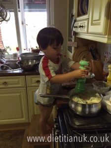 Dietitian UK: Toddler cooks Healthy Spag carbonara